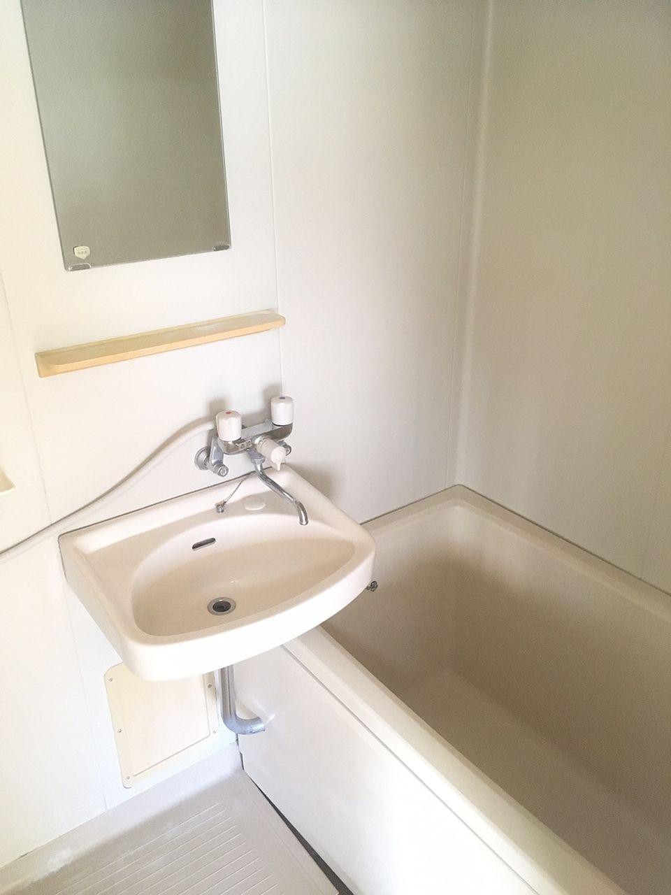 コーポむさしの208号室浴室 1DK バストイレ別 バイク置場あり