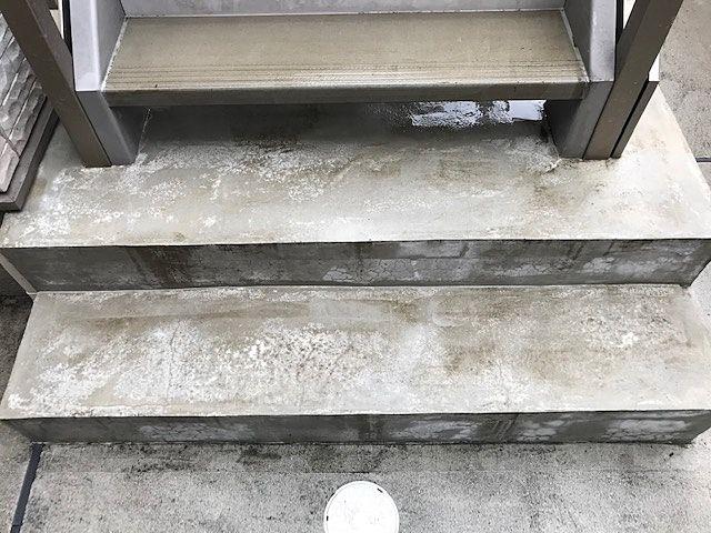 清掃後階段下